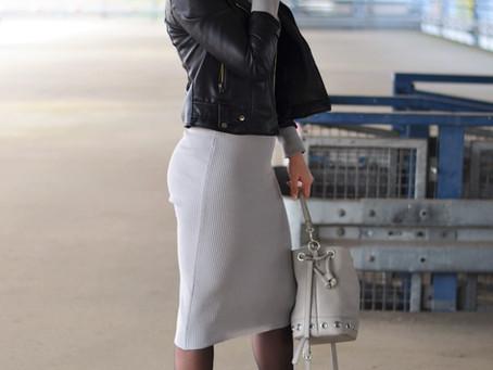 Outfit: graues Midi-Strickkleid