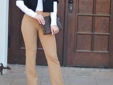 Outfit: ausgestellte Hose und kantiger Zara Blazer