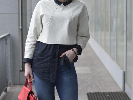 Outfit: schwarze Bluse mit weißem Leder Crop Top