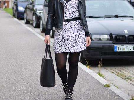 Outfit: ein Kleid, zwei Looks - Leoprint Kleid gut kombinieren