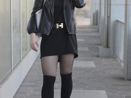 Outfit: schwarzes Kleid mit Biker Boots