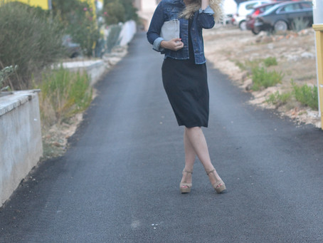 Outfit: Schwarzes Kleid mit Jeansjacke in Kroatien