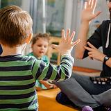 Дети и воспитатель в детском саду