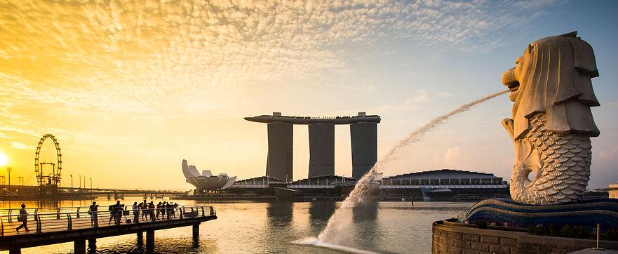 singapore-landmark-merlion-with-sunrise-