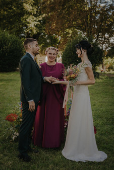 Vous voici donc unis par les liens du mariage.