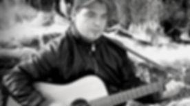 Joseph gris guitare recadrer.jpg