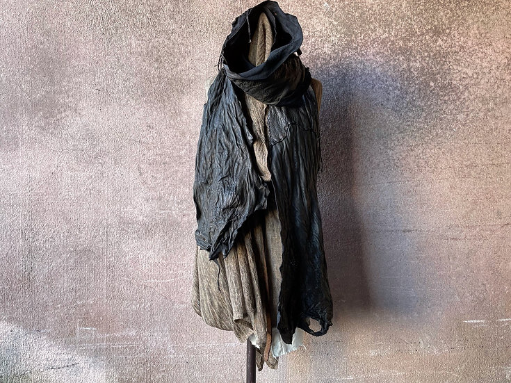 Sheep garment dyed leather stole [BB]