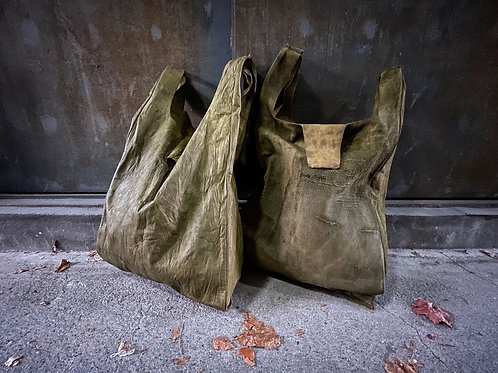 Garment dyed cow leather shopping bag [CK]