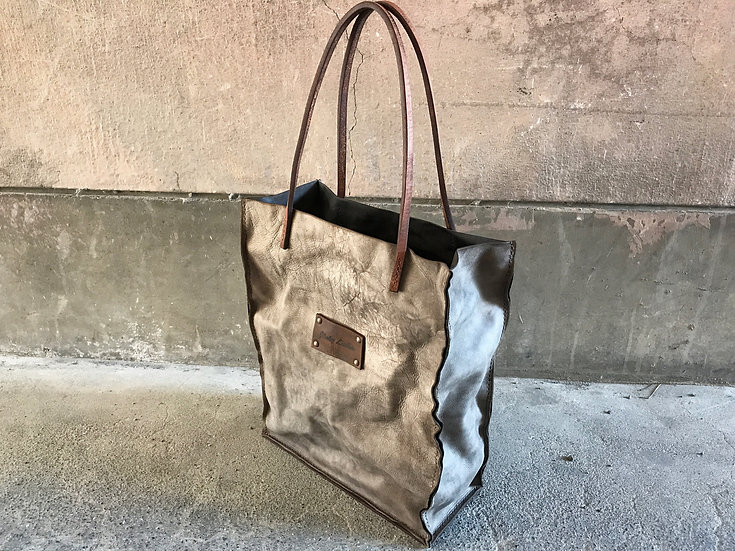 Decayed leather tote bag [G]