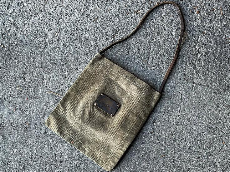 Check emboss tote bag