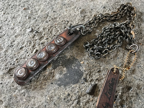 Junk studs leather necklace