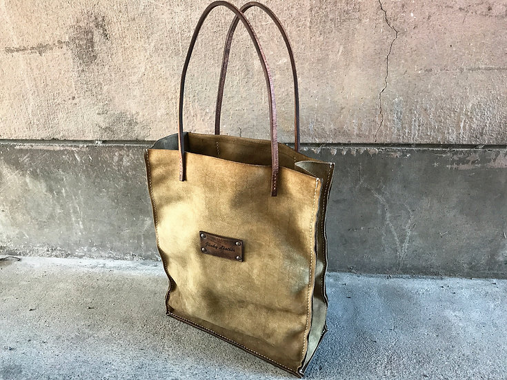 Decayed leather tote bag [UM]