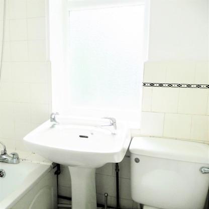A8 MASTER BATHROOM 1OAK.jpg