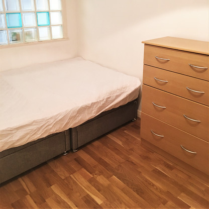 A11 MASTER BEDROOM 26CHA.JPG