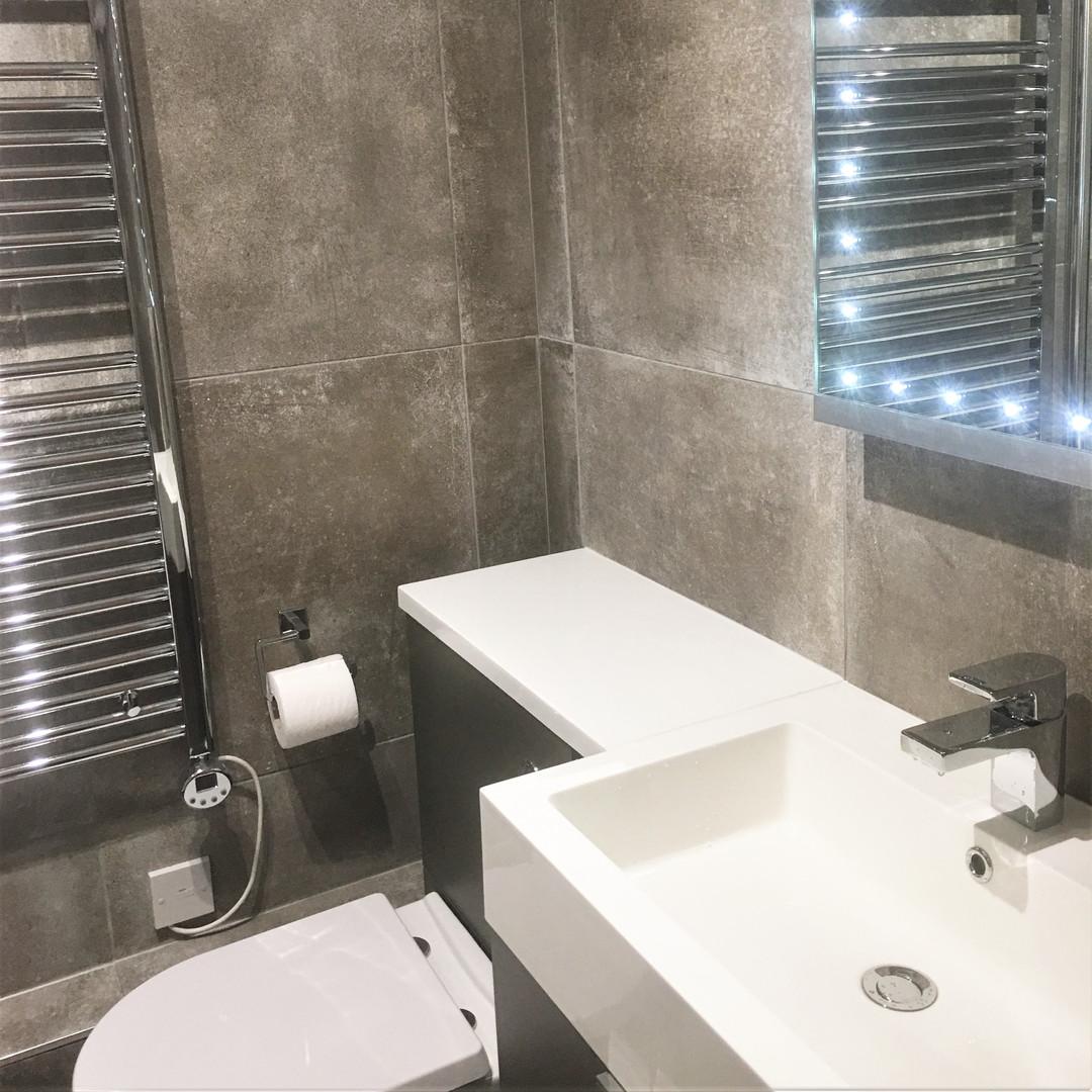 A2 MASTER BATHROOM 11VAL.JPG