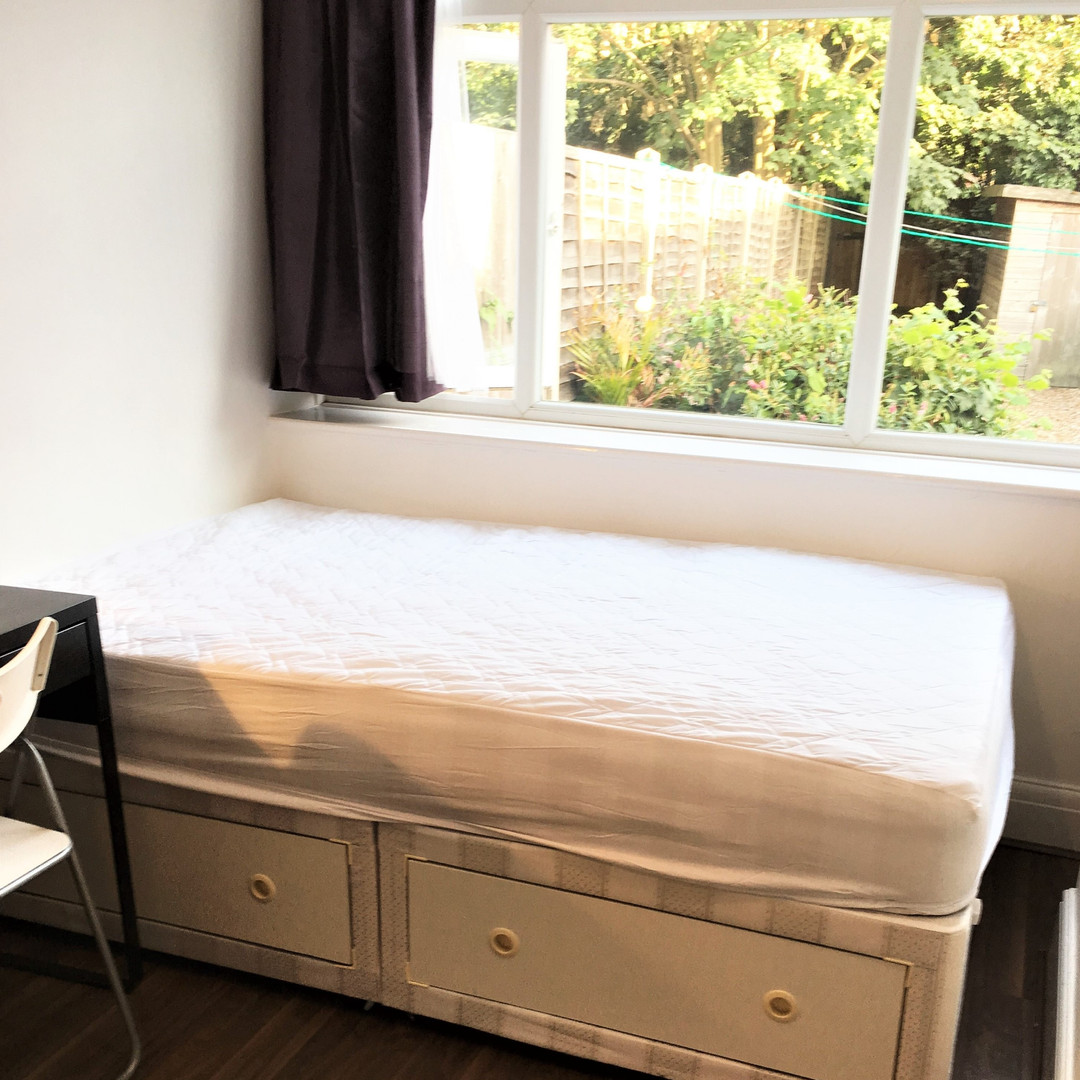 A7 MASTER BEDROOM 2 1OAK.JPG