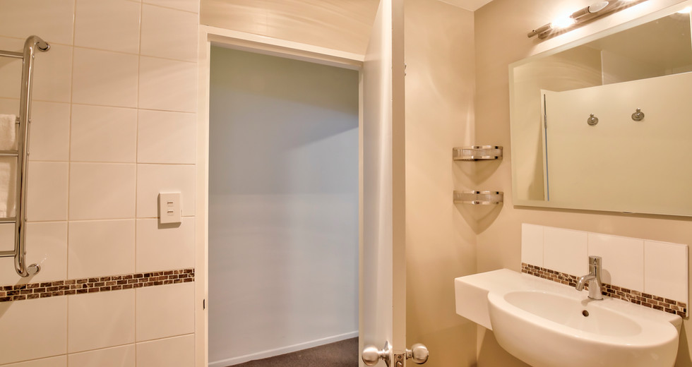 Bathroom Apt  7  - 21.jpg