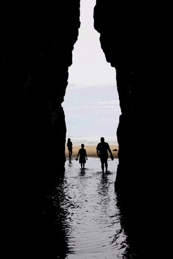 FAMILY CAVE SILHOUETTE