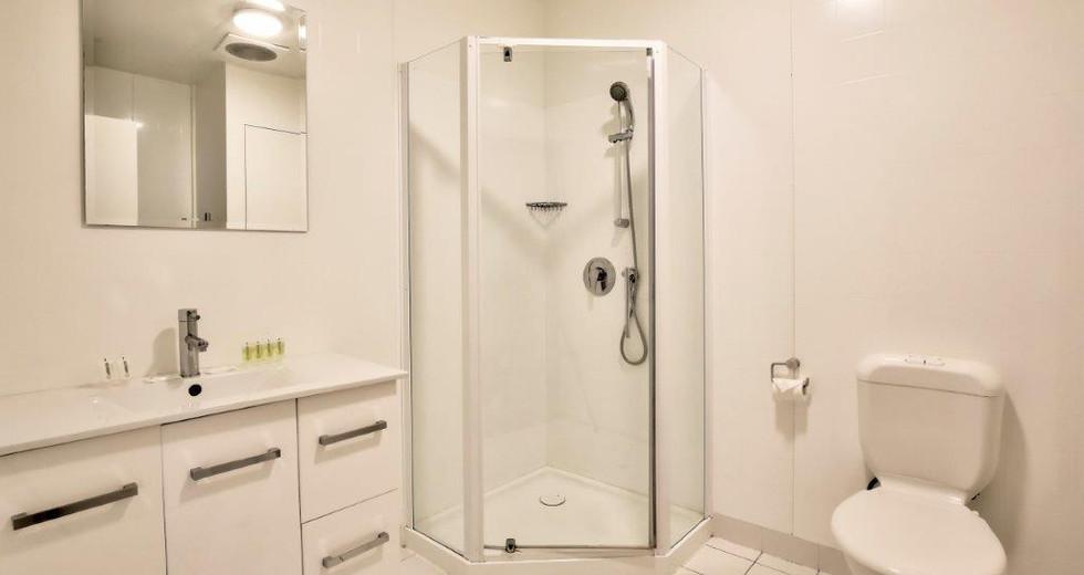 Bathroom Apt 6  - 18.jpg