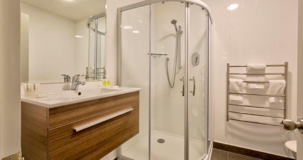Bathroom Apt 8.jpg