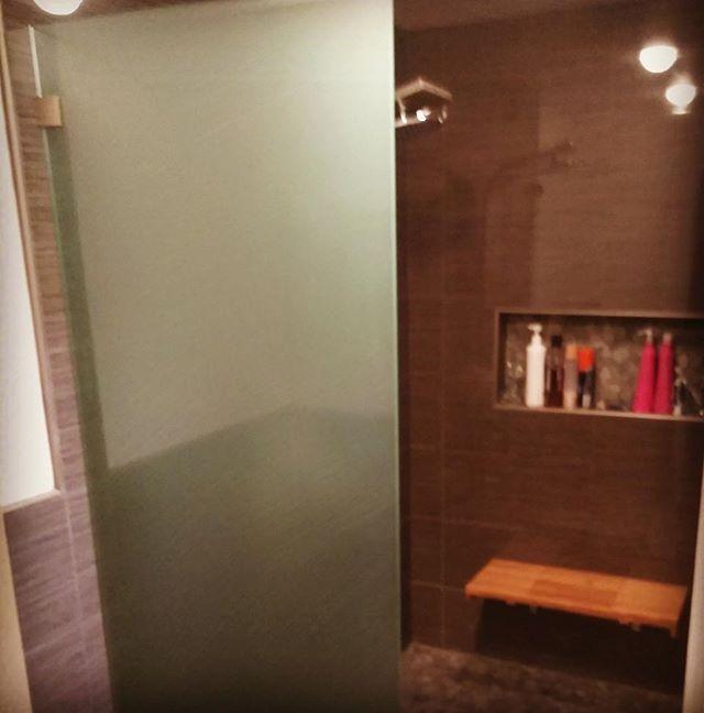 Shower door stall in acid etch 🚿 #shower #showerdoors #interiordesign #interiors #customshower #ste