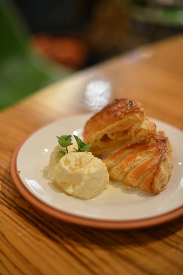 アップルパイ バニラアイス添え ¥800
