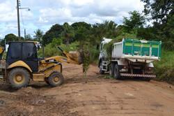 Secretaria-de-Obras-em-parceria-com-SErvicos-Urbanos-realiza-limpeza-do-terreno-para-construcao-de-q