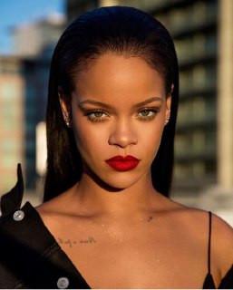 Enquanto fãs pedem por álbum novo, Rihanna está ocupada demais revolucionando o mercado da moda
