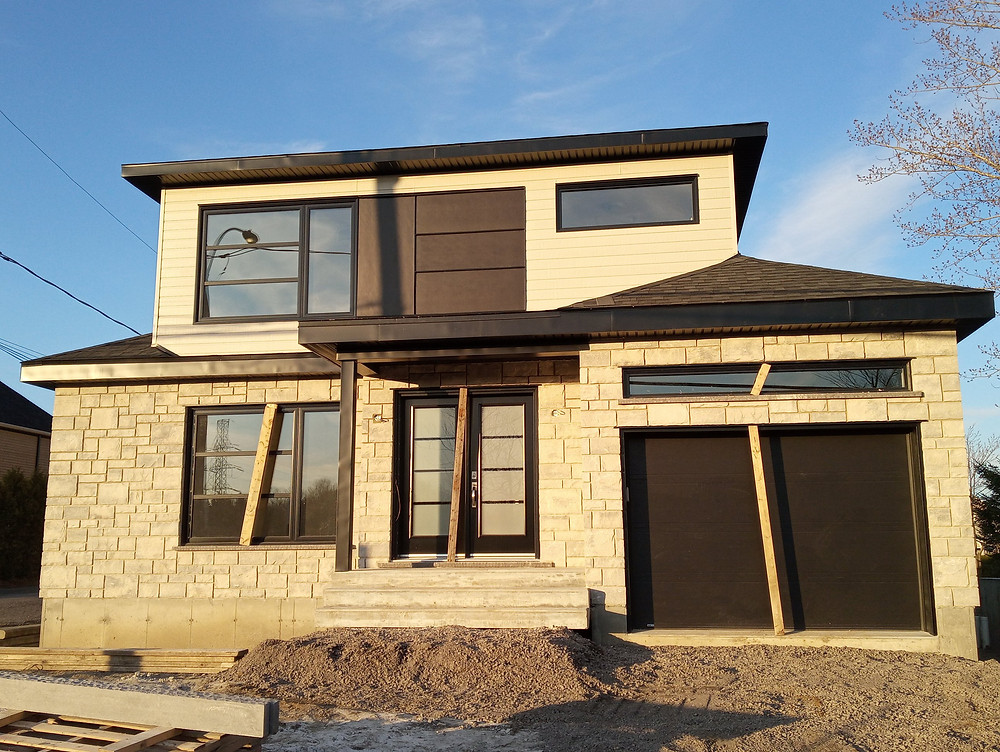 Notre équipe est très fier d'avoir collaborer à la construction de cette maison modèle neuve a vendre!  Deux étage avec garage dans la région de Québec.