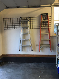 Grid with Ladder Hooks