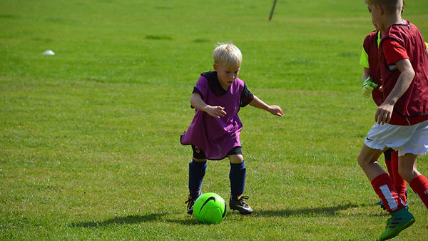 Adam Bradley Football Coaching. Footbal coaching in Oxfordshire. School holiday football courses in Faringdon, Oxfordshire. Football coaching near Faringdon. Football coaching near Deddington. Football birthday parties.