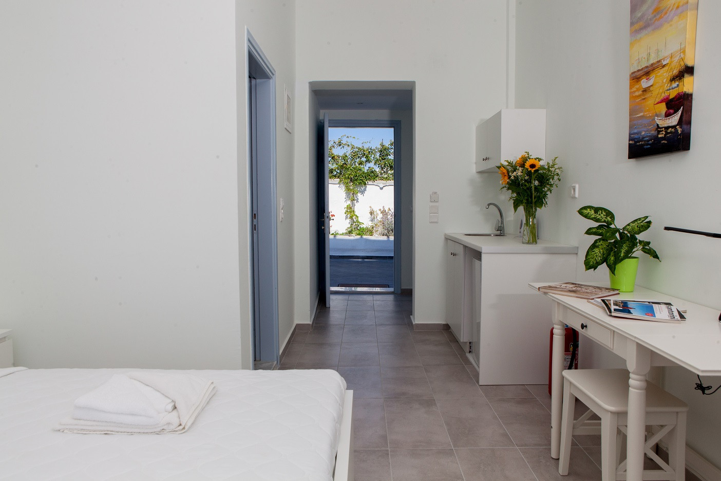 Studio (Balcony) R4 entranceway