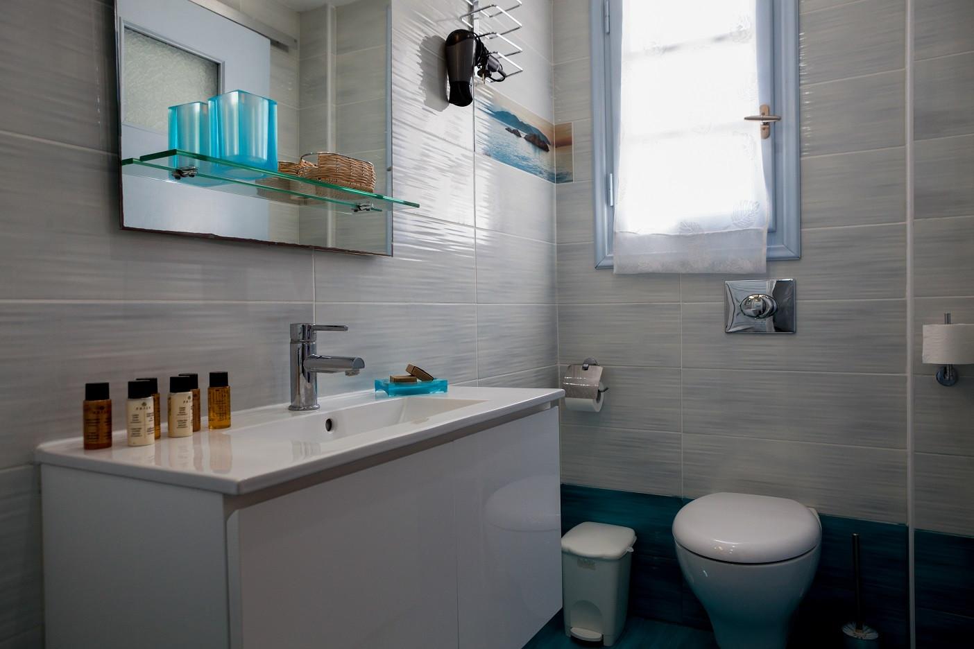Superior (Balcony)  Rm3 Bathroom  with s