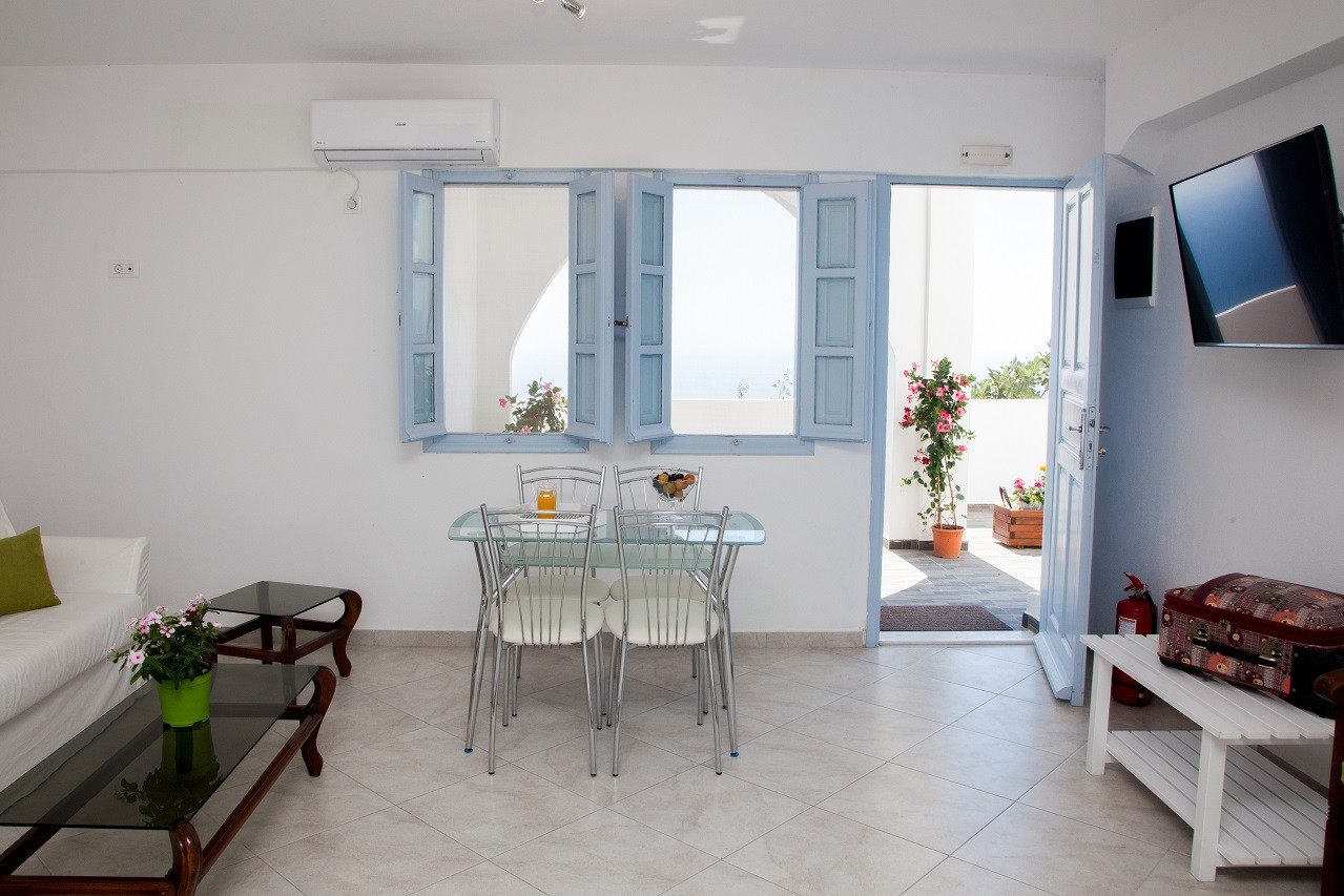 Superior (Veranda) bedroom living area a