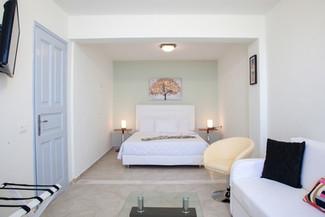1 Bedroom (Rm22) Bedoom full.jpg