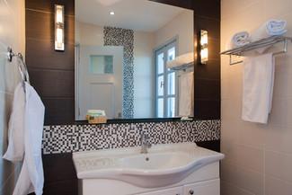 Studio (Balcony) Rm1 bathroom