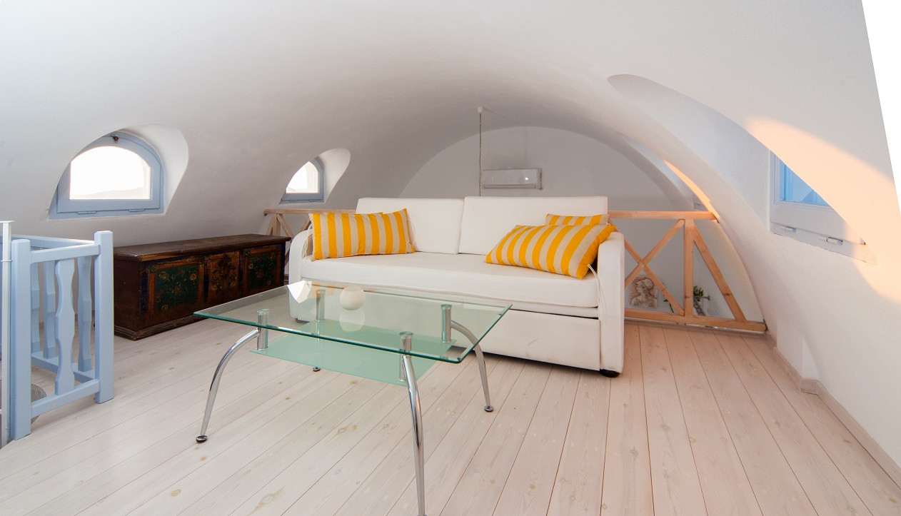 Deluxe Apartment (Rm) loft.jpg