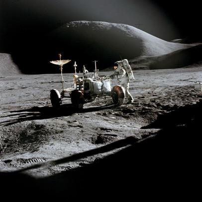 Lunar vehicle