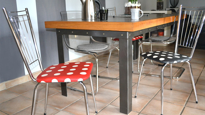 chaises-pois-ambiance.jpg