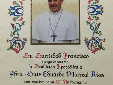 Felicita Papa Francisco al Padre Luis Villarreal por sus 40 años de Sacerdocio.