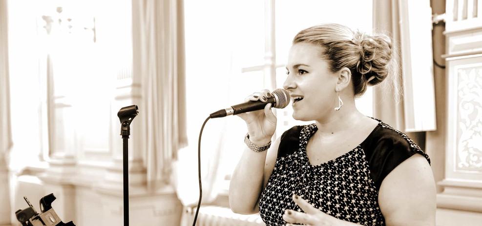 Professionelle Sängerin Nora Brandenburger