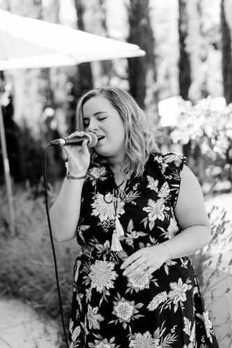 Nora Brandenburger singt bei Hochzeit