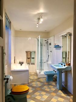 perring bathroom