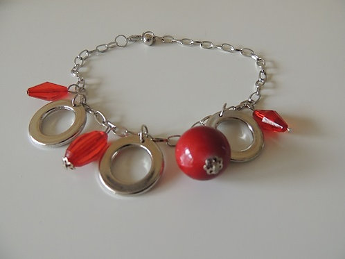 Can be worn as either Anklet / Bracelet red colour