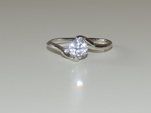 Ring with 1 clear stone , imported from Europe, vailable in sizes m, p and q
