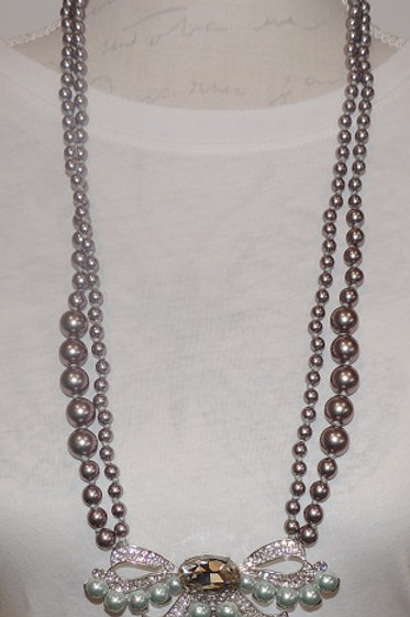 Beaded Necklace with Bow