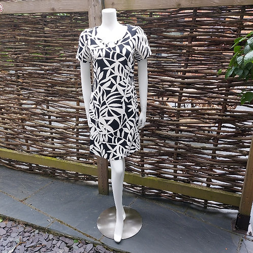 Robell Chic Black & White Print Shift Dress