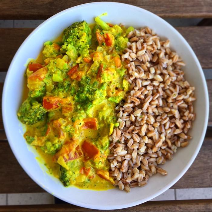 Curry di verdure light e cremoso con farro