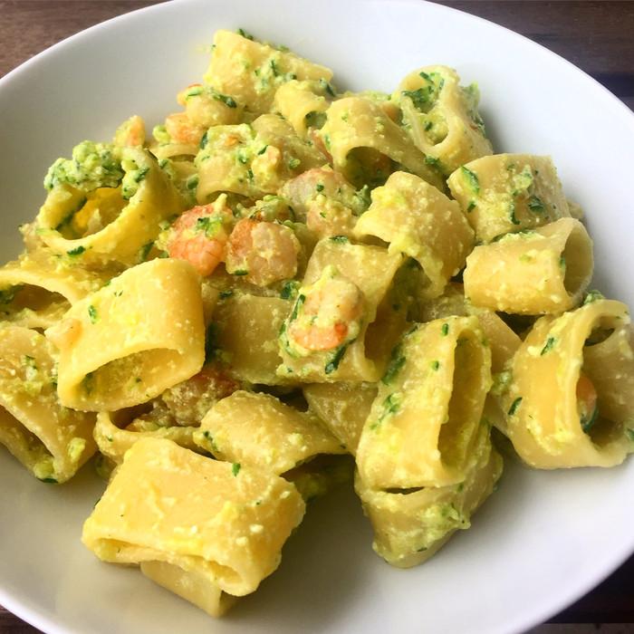 Calamarata con crema di zucchine e gamberetti