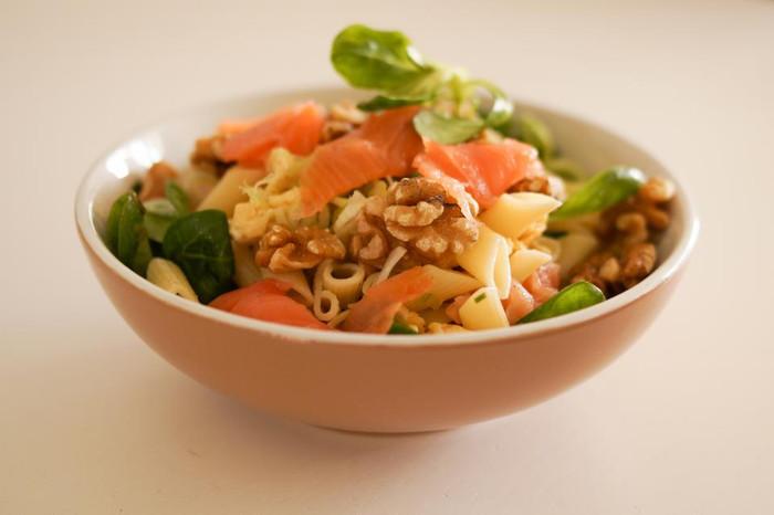Pasta con salmone spinacini e noci
